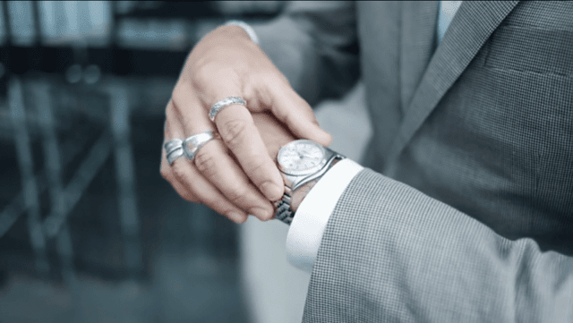 how-to-wear-a-watch