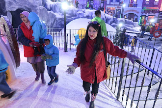 Suhu hampir  -10 di SnowWorld, First World Plaza