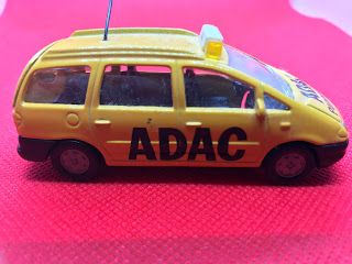 フォード ギャラクシー のおんぼろミニカーを側面から撮影