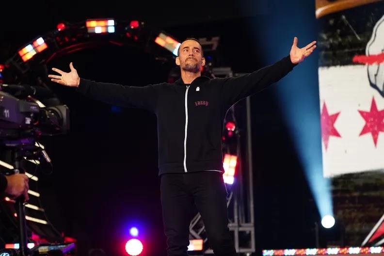 CM Punk sai em defesa de fã que se emocionou em sua estreia na AEW