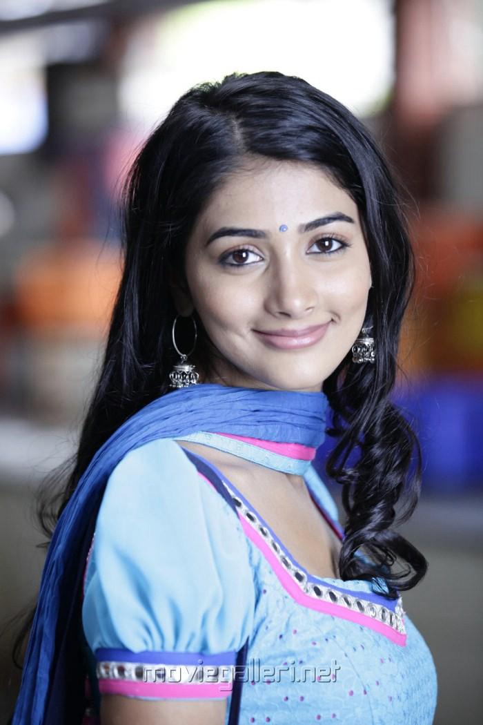 1stbuzz Mugamoodi Actress Pooja Hegde