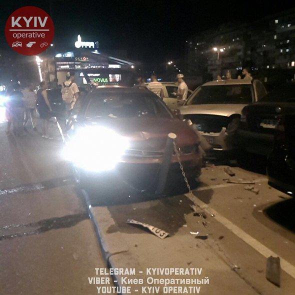 ДТП біля DreamTown: 7 розбитих автомобілів