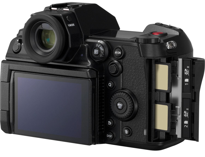Две SD-карты памяти в Panasonic Lumix S1H