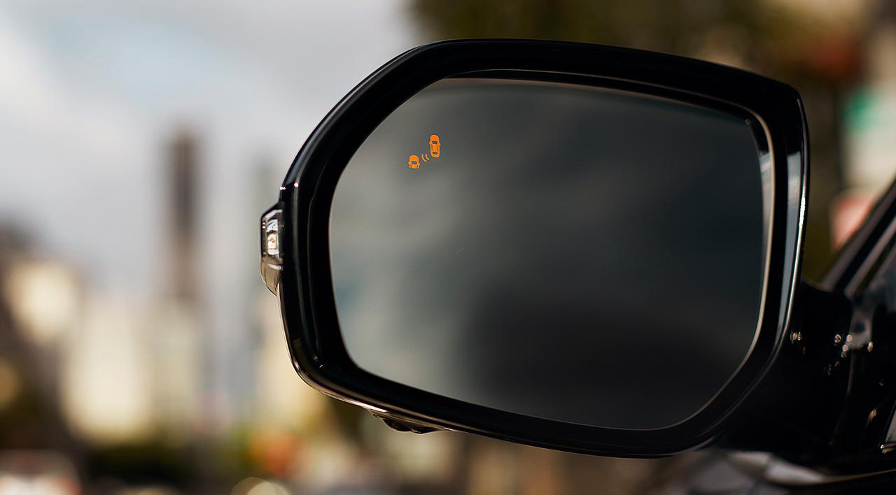 Cảnh báo giao thông qua gương chiếu hậu