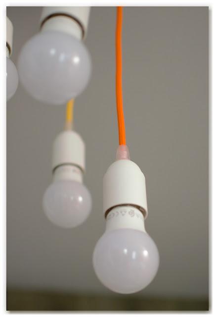 zoom ampoule ouille blanche cable tissé orange lustre multicolore DIY