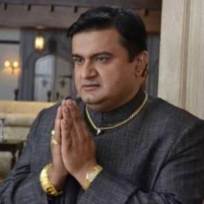 Rajesh Balwani Pemeran Aniket - mantan suami Sindoora