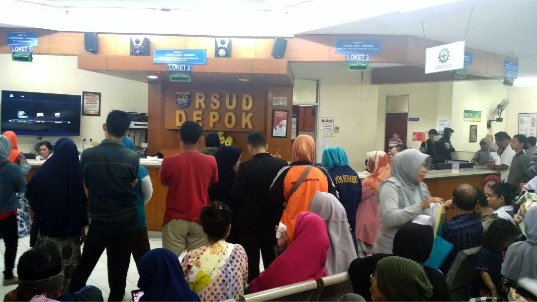 RSUD Depok - Suasana pendaftaran pasien di loket RSUD DEPOK