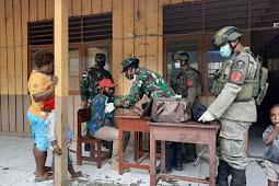 Satgas Pamrahwan Yonif 756/WMS & Brimob Polda Kepri Gelar Pengobatan Gratis di Timika