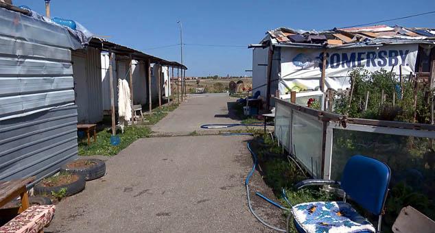 """Становници такозваног """"контејнерског насеља"""" у Грачаници већ годинама живе у нехуманим условима. #Gračanica #Kosovo #Metohija #KMnovine #vesti"""