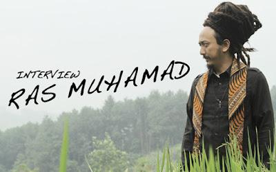 """Biografi Ras Muhammad   Ras Muhamad yang lahir di Jakarta hijrah mengikuti keluarganya ke New York City dan tinggal di sana dari tahun 1993 sampai Juli 2005. Perjalanan musikalnya sebagai seorang pemusik, penyanyi dan pengarang lagu yang menjadikannya sebagai solo-ist Reggae berawal sejak ia menjelang remaja, saat ia tinggal di daerah Queens, di kota dunia tersebut. Ras Muhamad pernah membentuk sebuah band rock pada saat di SLA, kemudian membentuk kelompok duet Rap/Hip Hop Duo bernama """"Ronin"""" pada tahun pertama dia di Kolese. Nama Ras Muhammad sendiri dia dapatkan ketika dia berada di Brooklyn, Ras yang berarti bung ( kosa kata bahasa Jamaika ) dan akar kata dari Rastaman yang berarti orang yang telah memahami filsuf atau ajaran Rastafari, bisa diartikan juga sebagai Prince atau putra bangsawan ( dalam bahasa Amharik - Ethiopia ), sedangkan nama Muhammad nya sendiri dari awalan nama lahirnya, dan dari situlah akhirnya Muhammad Egar lebih tenar dan terkenal dengan nama Ras Muhammad. Pada tahun 2003 menjelang kepulangannya ke Indonesia Ras Muhamad banyak bersentuhan dengan musisi reggae asal Jamaica di Brooklyn, dan sewaktu SMA dia pernah membuat band dan untuk pertama kalinya di nyanyi di Queens New York,"""