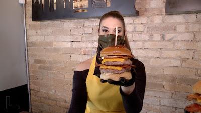 Brunna prepara um hambúrguer gigantesco - Divulgação/SBT