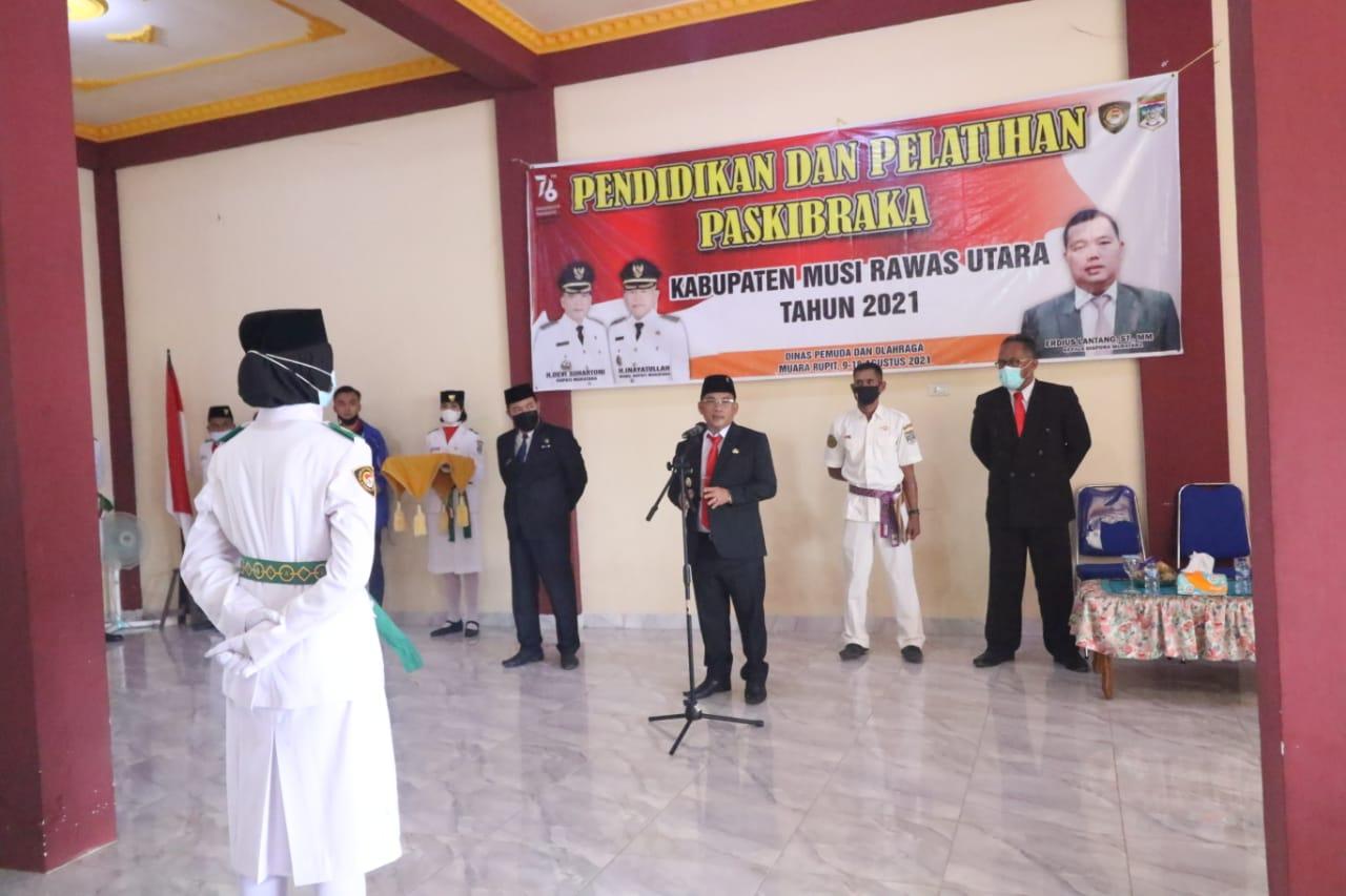 Bupati HDS Kukukuhkan Paskibraka Kabupaten Muratara 2021