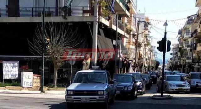 Μας ψεκάζουν… – Ιερείς πάνω σε αγροτικό ραντίζουν τους δρόμους του Αιγίου με αγιασμό, για να το σώσουν από τον κορονοϊο!