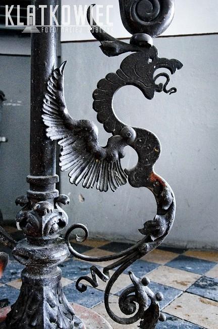 Krotoszyn. Kamienica. Wnętrze. Klatka schodowa. Metalowa balustrada.