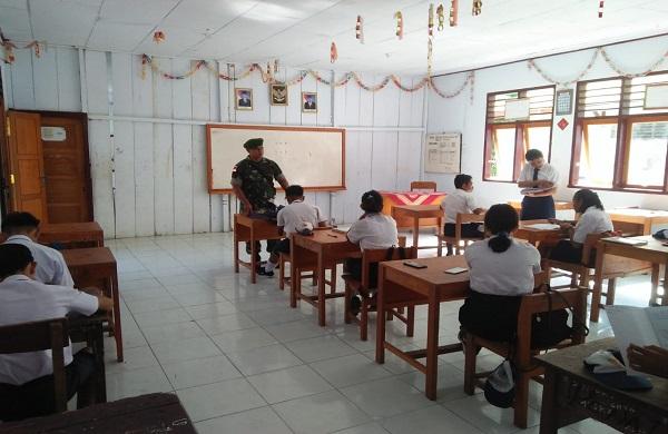 """""""TNI Sahabat Pelajar"""" Oleh Babinsa Koramil 1312-07/Miangas Di Ujung Utara NKRI"""