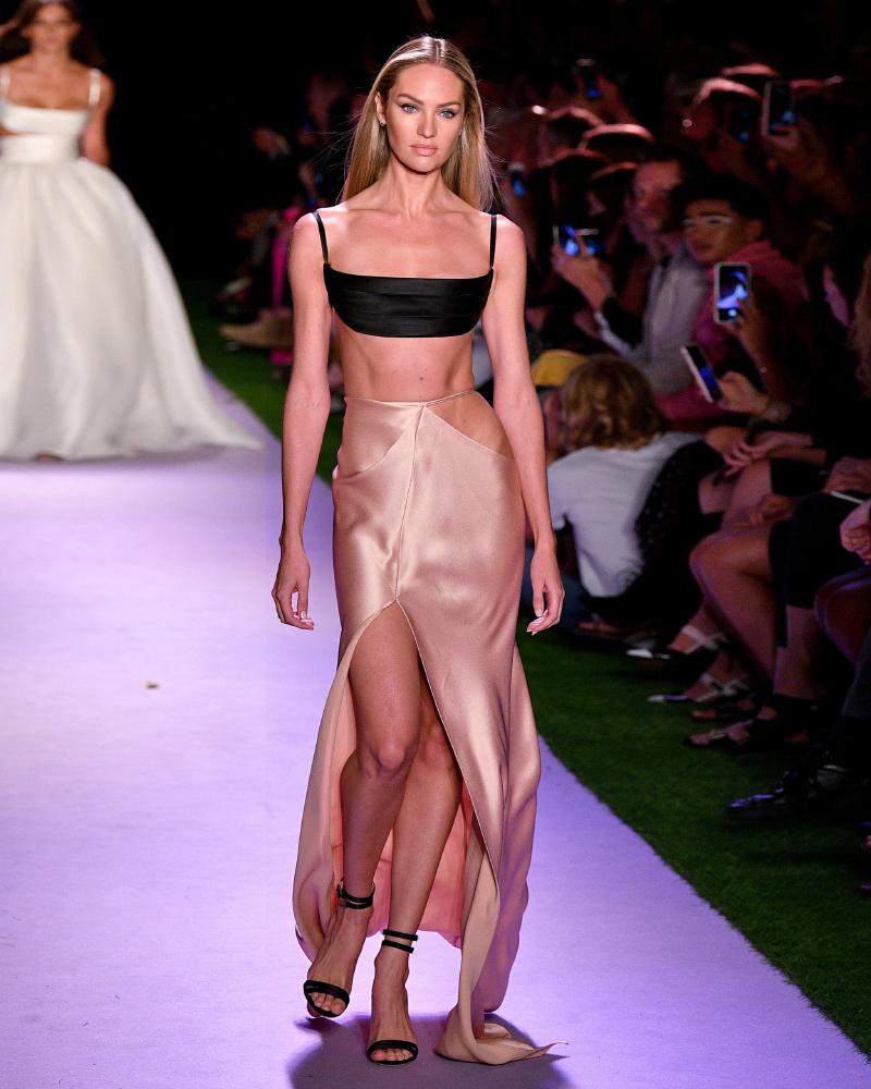 Model Seksi Afrika Candice Swanepoel sexy elegan dress