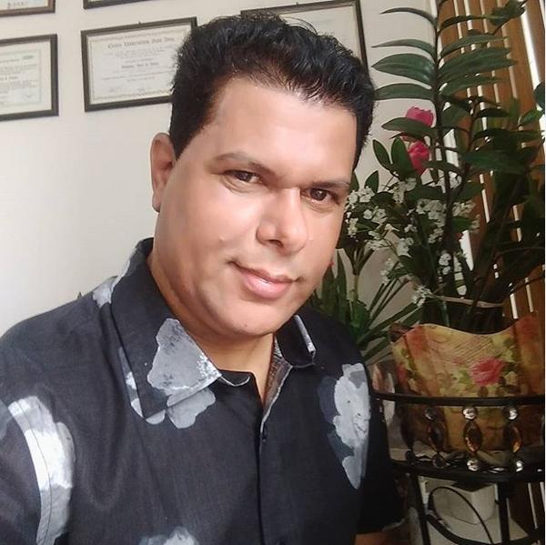 Matemático gato esbanja beleza e inteligência na internet, o nome dele é Valdivino Alves de Sousa, natural de Cordeiros, Estado da Bahia, Valdivino Sousa tem um currículo invejável e destaca com um pesquisador na  Ciência Matemática.