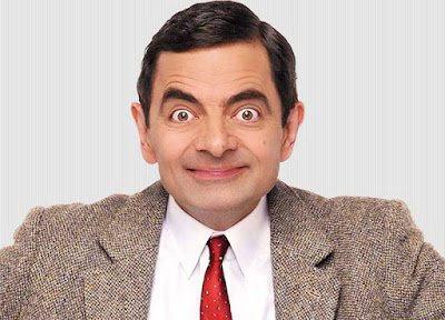 Biografi Rowan Atkinson           Rowan Sebastian Atkinson lahir pada 6 Januari 1955, di Newcastle-Upon-Tyne, Inggris, untuk Ella May dan Eric Atkinson. Ayahnya memiliki sebuah peternakan di mana ia dibesarkan dengan kedua saudaranya yang lebih tua, Rupert dan Rodney. Dia menghadiri Newcastle University dan Oxford University di mana ia menerima gelar di bidang teknik listrik. Selama waktu itu, ia bertemu dengan penulis skenario Richard Curtis, dengan siapa ia menulis dan melakukan revues komedi.   Humor dalam acara ini lebih bersifat fisikal (lawan dari verbal). Karakter utama jarang berbicara atau bahkan tidak berbicara sama sekali dalam sebagian besar episode. Acara ini mempertunjukkan bagaimana Mr. Bean berusaha melakukan kegiatan sederhana, seperti pergi berenang, mendekorasi apartemennya, atau mengerjakan ujian. Salah satu aksi Mr. Bean, yang konon paling disukai oleh penggemarnya, adalah ketika kepalanya terjepit di dalam seekor kalkun raksasa ketika ia berusaha membumbuinya. Kelucuan biasanya muncul ketika ia menerapkan solusinya sendiri terhadap berbagai masalah tanpa menghiraukan orang lain.  Mr. Bean adalah satu-satunya karakter yang berarti dalam acara ini (selain Teddy, beruang teddy kesayangannya) sedangkan karakter lain hanyalah sebagai pembanding terhadap berbagai keanehan yang dilakukannya. Selain Mr. Bean, hanya ada 2 pemeran pembantu yang muncul berulang; Irma