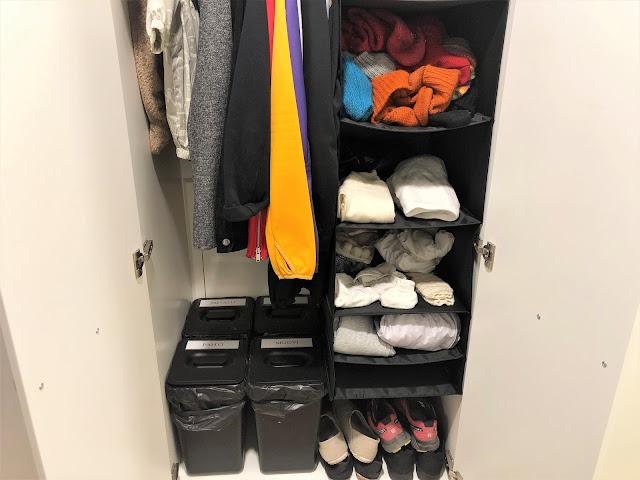 Jäteastiat, Oskarin puvut, minun kevyemmät takit, kengät ja asusteet sulassa sovussa kaapissa
