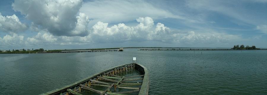 Vista hacia el este desde el puente principal del Boca Grande Causeway