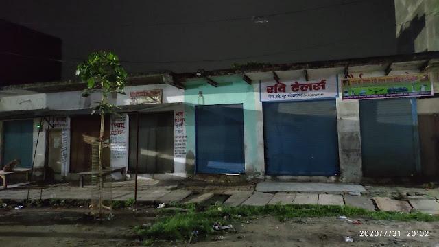 शुक्रवार को नौ बजे से पहले ही बंद करा दी गयी दुकानें, क्योंकि साहब का आदेश यहां पहुंचा ही नहीं | #NayaSaveraNetwork