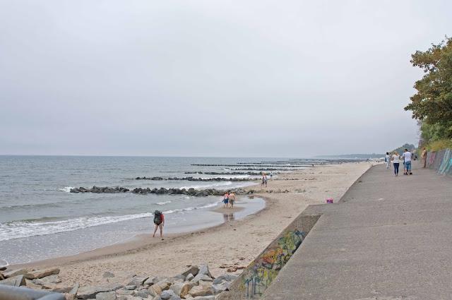 betonowa promenada Niechorze, okolice latarni morskiej