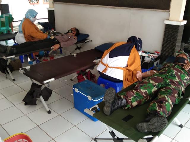 Polisi Polsek Kejobong Ikuti Donor Darah Tingkat Kecamatan