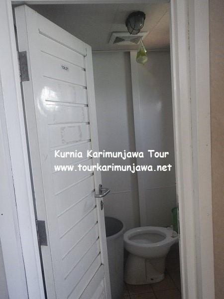 foto kamar mandi kapal feri siginjai jepara karimunjawa
