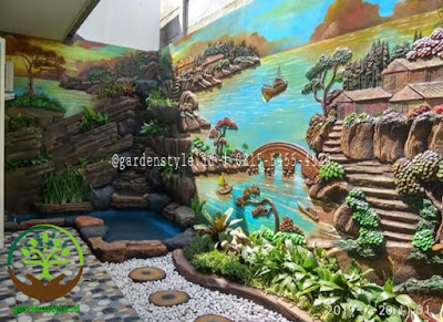 Taman dengan kolam relief