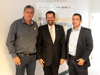 Prefeito de Cajati participa do Fórum de Mineração em Registro