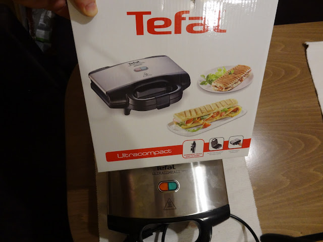 Tefal Ultracompact SM1552 packaging