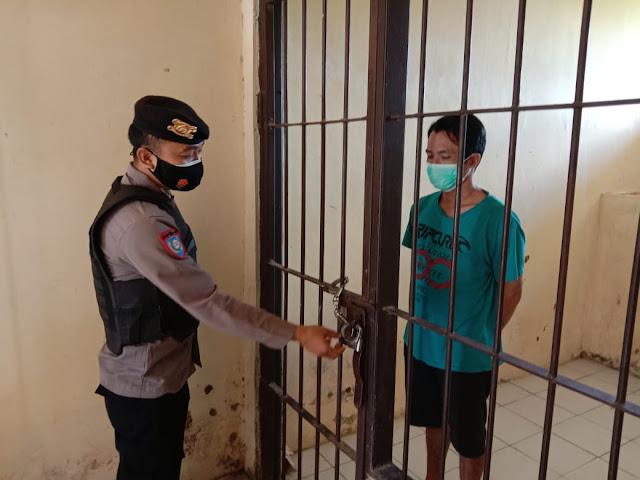 Personel Piket Polsek Sebangau Kuala Cek Dan Kontrol Keamanan Tahanan