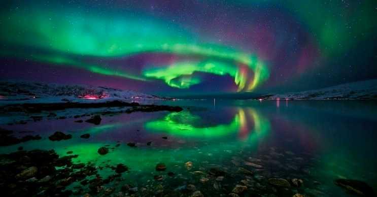 Bu kimyasal ışık, kuzey ışıklarını andıran kimyasal bir reaksiyonun sonucu oluşmaktadır.