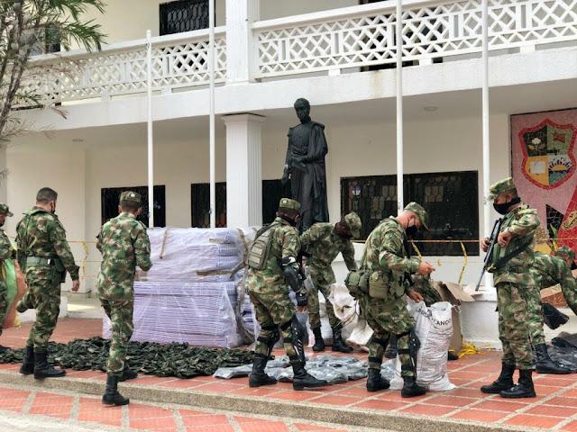 En Juan de Acosta entrega dotación al Ejército Nacional
