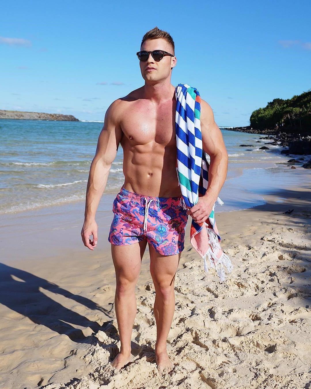 sexy-arrogant-men-muscle-jay-darko-shirtless-fit-beach-hunk