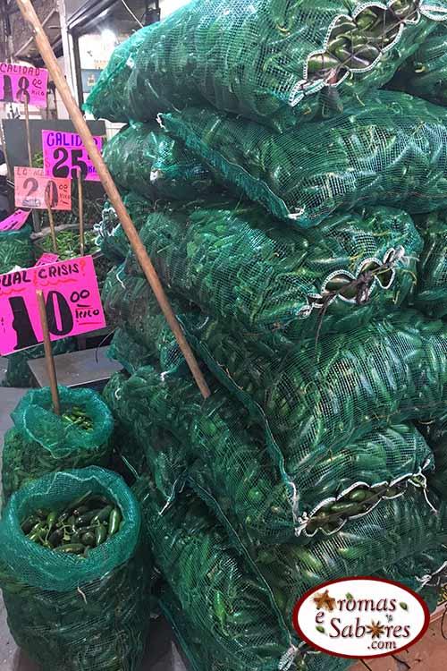 Jalapenos em mercado mexicano