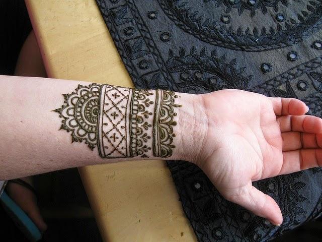 25 Simple Wrist Henna Tattoos: Beautiful Henna Tattoo Designs For Your Wrist