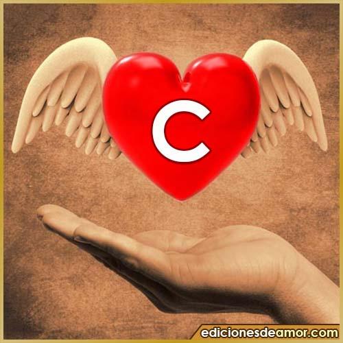 corazón con alas con letra C