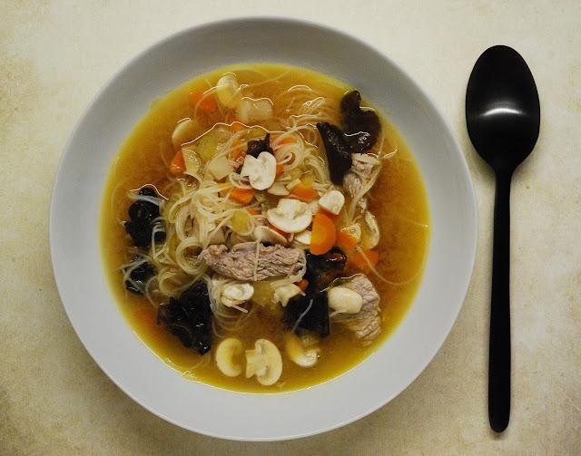 Bouillon de miso au boeuf et vermicelles