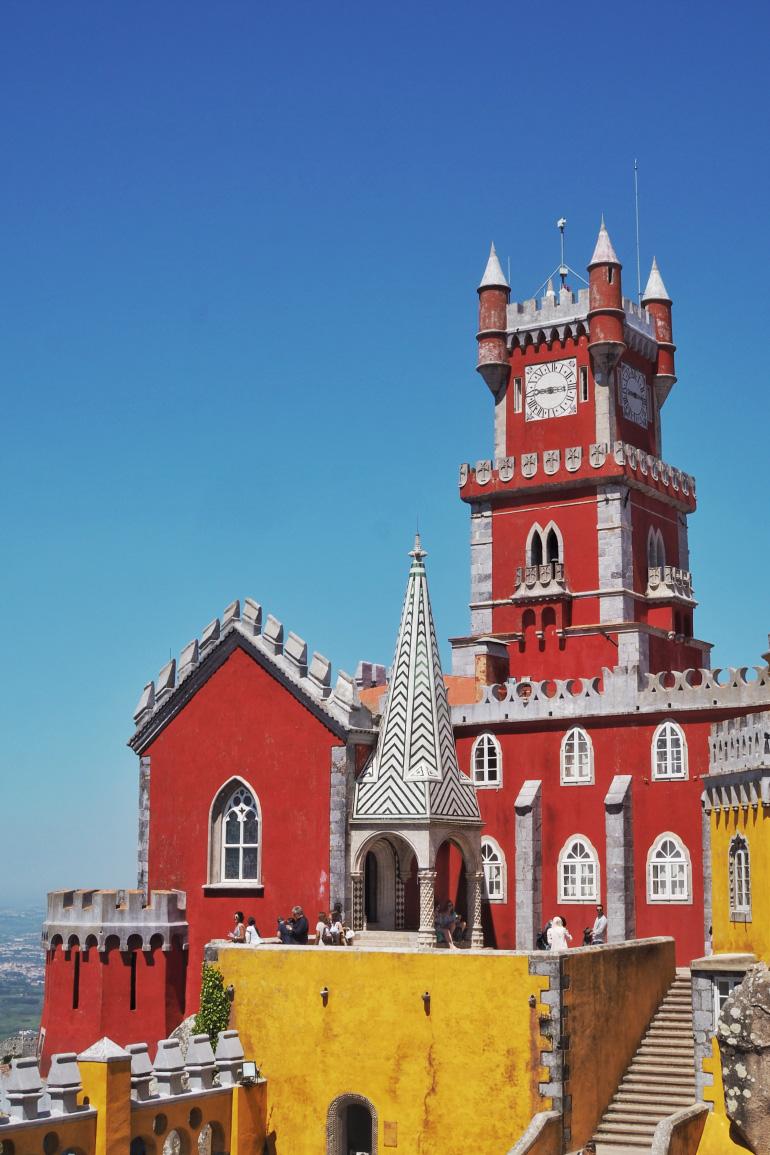 Le palais très coloré de Pena près de Lisbonne