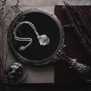 Oczyszczanie lustra za pomocą kryształu