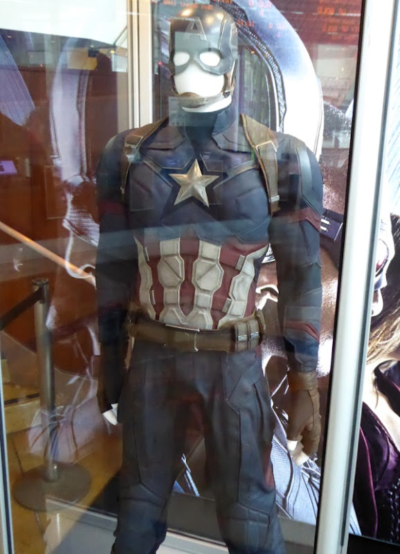 Chris Evans Captain America Civil War film costume