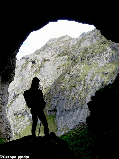 Dentro de la Cueva de Ozanía