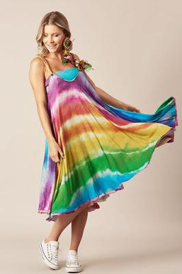 Estampa Tie Dye, muito usada na década de 1970, a estampa será uma das grandes apostas dos meses mais quentes.