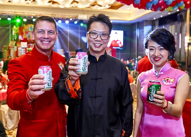 Lars Lehmann, Carlsberg's Managing Director With Feng Shui Consultant Dato' Joey Tap & Corporate Communications & CSR Director Of Carlsberg M'sia Pearl Lai