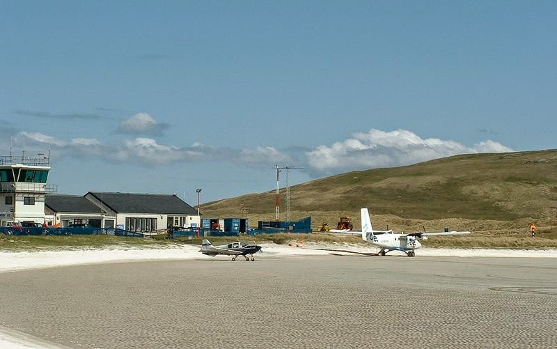 Barra Airport, one of the most unusual airports in the world - Barra is located in the north of Scotland in the UK, on the small island of Barra, which belongs to the Outer Hebrides archipelago.
