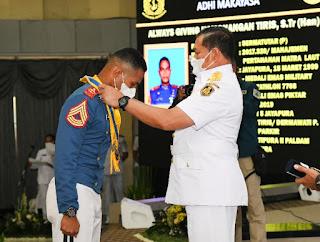 Kasal Anugerahi Adhi Makayasa Putra Papua Anak Juru Parkir