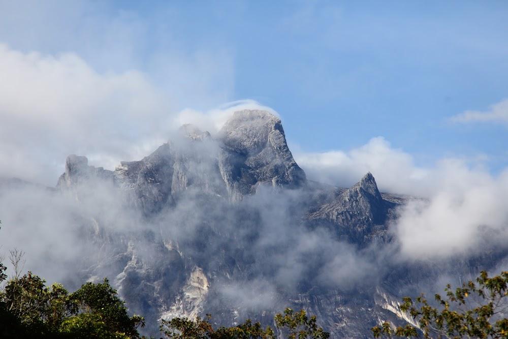 Kinabalu seperti kepalan ais :)