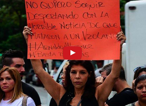 Guardia detiene a Amanda Gutierrez cuando llegó a protestar a Miraflores