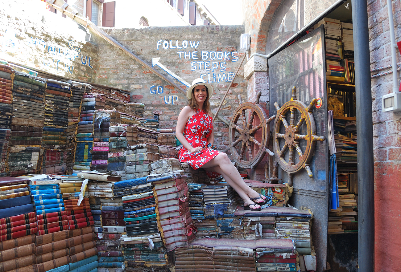 book libreria acqua alta venice italy europe best beautiful bookshop cool bookstore